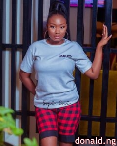 MO Bimpe (Oyebade Adebimpe) - (Biography , Pictures , Age + Net Worth)